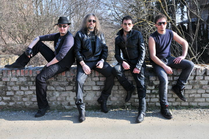 AKRAM, tra pop e rock spazzano via il silenzio