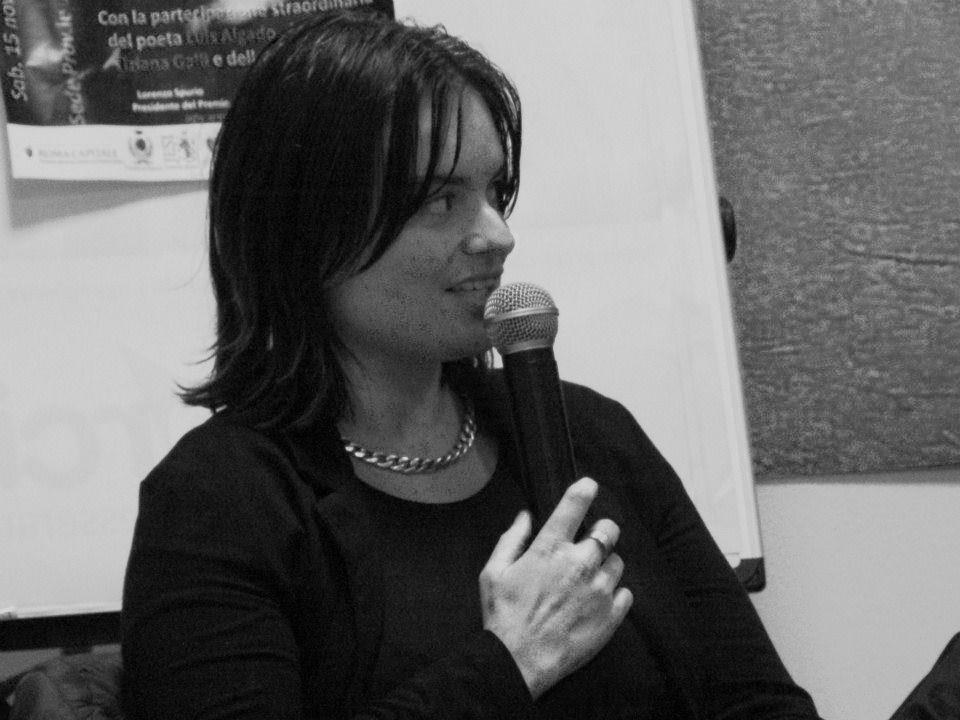 Percorrendo il cammino poetico di Michela Zanarella